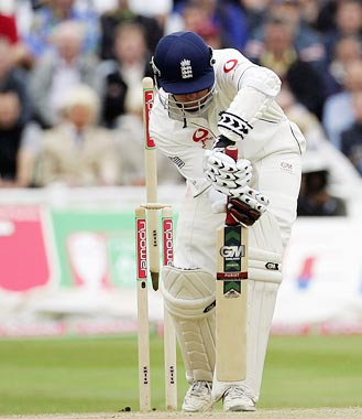 Michael Vaughan is very happy with that defensive stroke, MCC coaching manual perfect.  WRONG LINE THOUGH, YOU FUCKING SOCIOPATH!